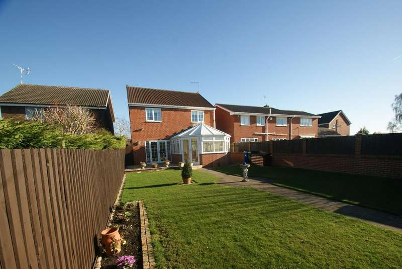 4 Bedrooms Detached House for sale in Lumley Drive, Tickhill