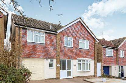 4 Bedrooms Detached House for sale in Gainsford Crescent, Hitchin, Hertfordshire, England