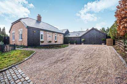 4 Bedrooms Bungalow for sale in Planting Side, Little Cawthorpe, Louth, Lincolnshire