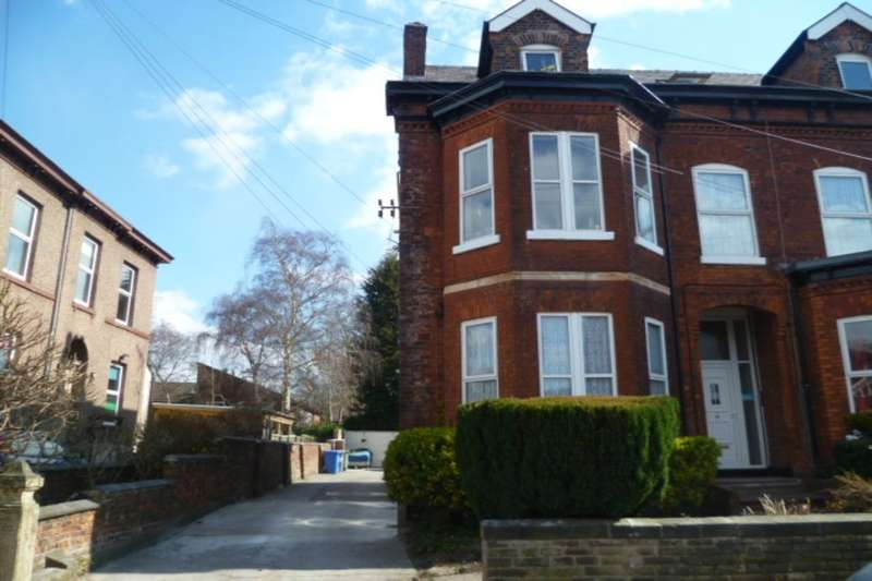 2 Bedrooms Flat for rent in Kenwood Road, Stretford, Manchester, M32