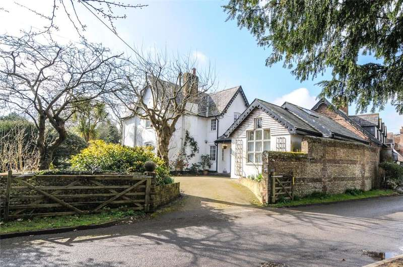 3 Bedrooms Cottage House for sale in Church Lane, Lyminster, West Sussex, BN17