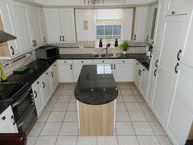 2 Bedrooms Flat for rent in Swinhoe Place, Culcheth, Warrington, wa3 4ne