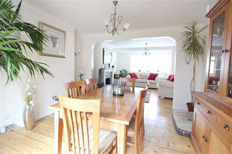 3 Bedrooms Terraced House for sale in Lloyds Way, Beckenham, BR3