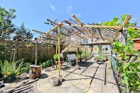 4 Bedrooms House for sale in Vale Road, London E7