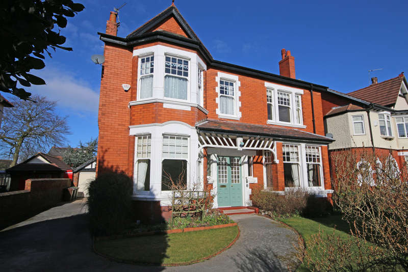 6 Bedrooms Detached House for sale in Coudray Road, Southport