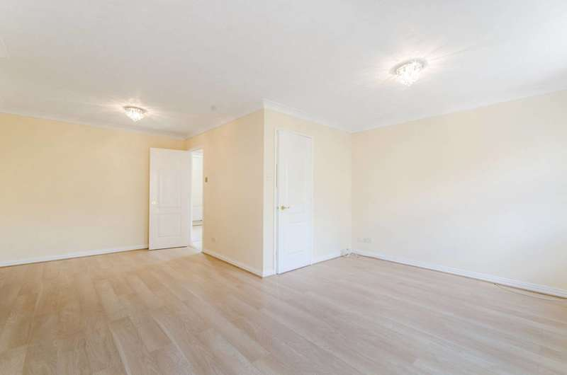 4 Bedrooms House for rent in Highgrove Close, Friern Barnet, N11