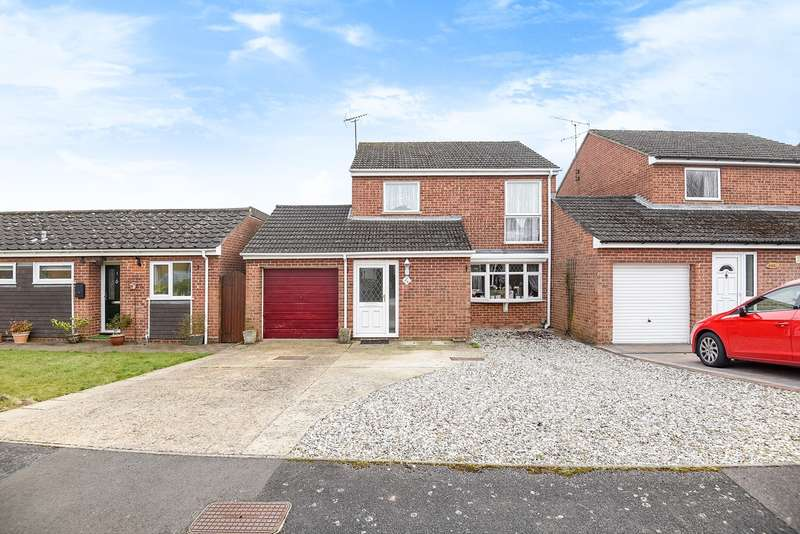 3 Bedrooms Link Detached House for sale in Wykeham Drive, Basingstoke, RG23