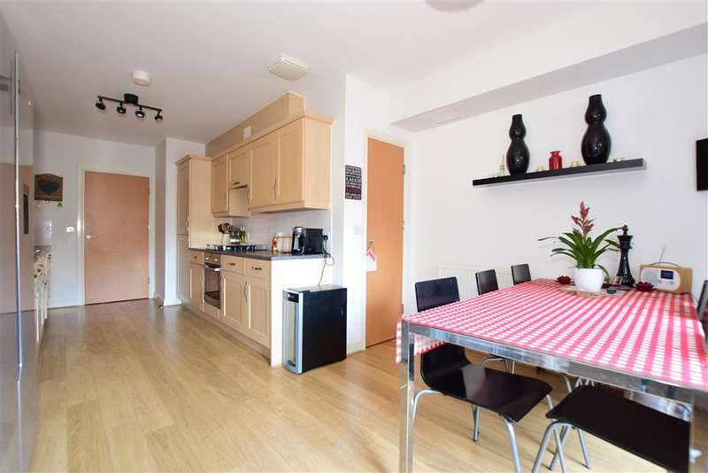 3 Bedrooms Town House for sale in Esparto Way, , Dartford, Kent