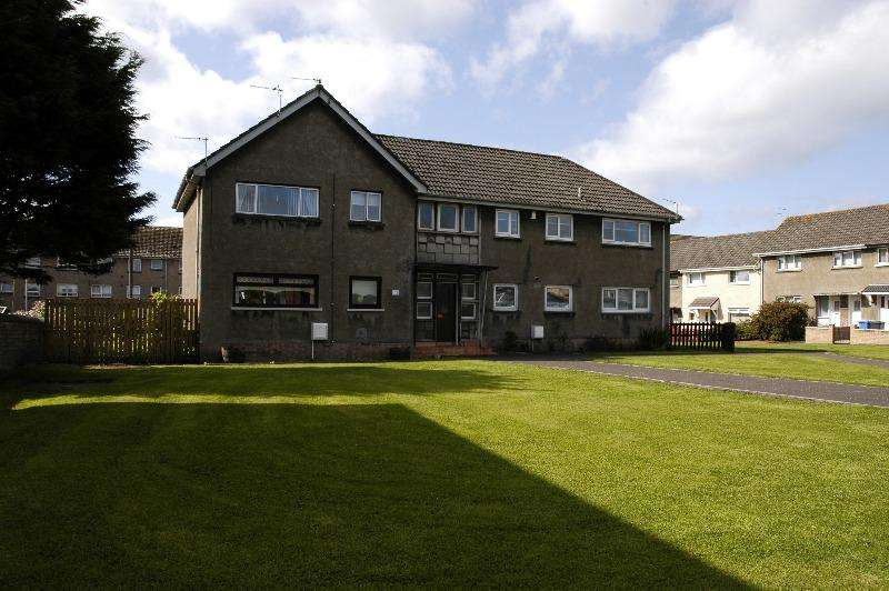 1 Bedroom Flat for rent in Broomlands Place, Irvine, North Ayrshire, KA12 0DU