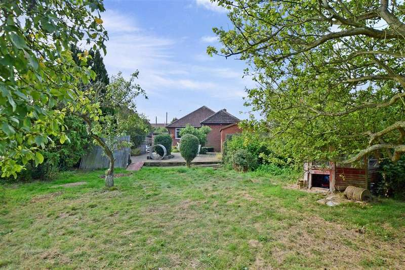 2 Bedrooms Detached Bungalow for sale in Grasmere Road, Whitstable, Kent