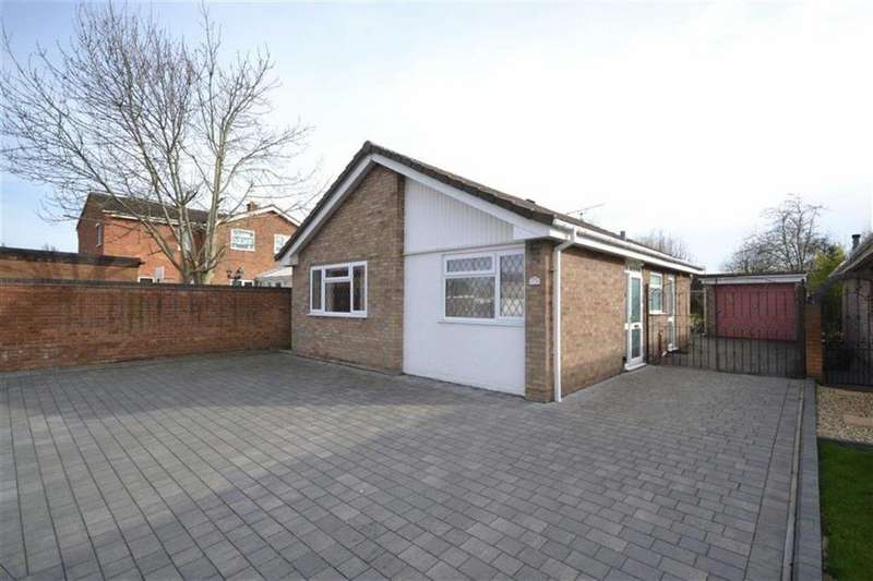 2 Bedrooms Detached Bungalow for sale in Ullswater Avenue, St Nicolas Park, Nuneaton