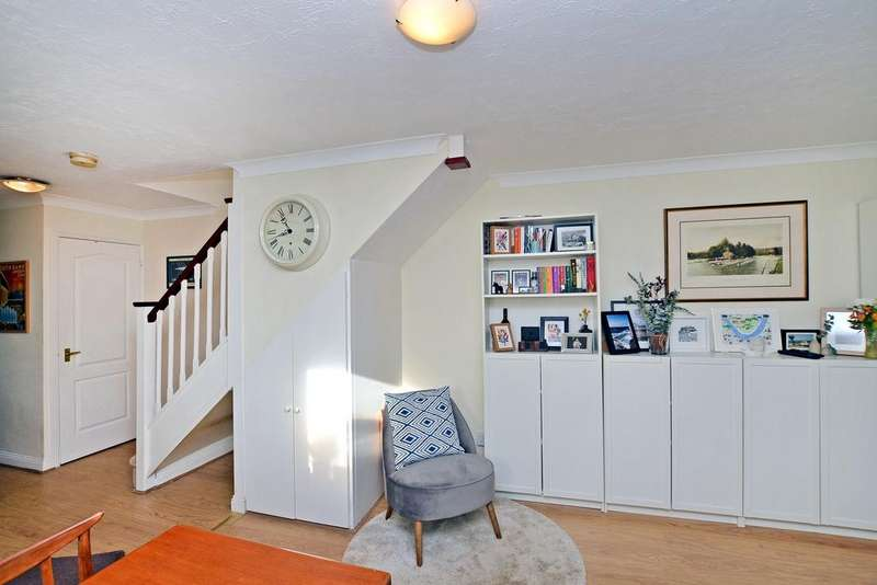 2 Bedrooms End Of Terrace House for sale in Longmead Road, Thames Ditton, KT7