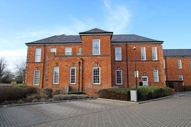 2 Bedrooms Apartment Flat for sale in Longley Road, Chichester PO19