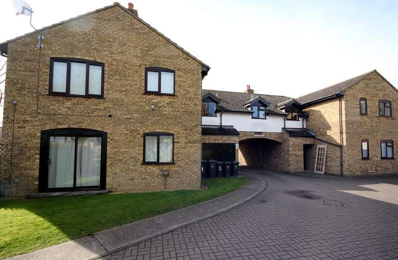 1 Bedroom Flat for sale in Aylmerton Court, Hitchin Road, Shefford, SG17