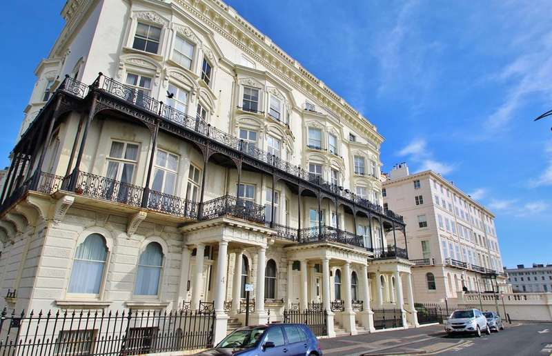 1 Bedroom Flat for sale in Adelaide Mansions, Hove, BN3
