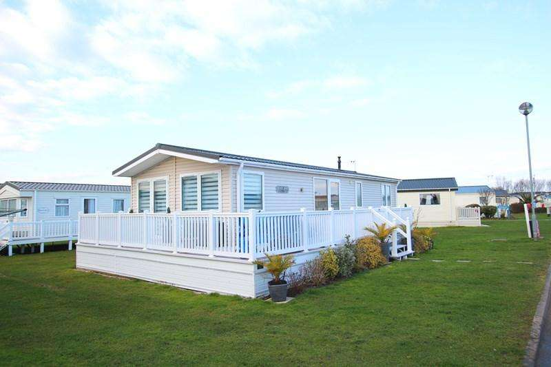2 Bedrooms Lodge Character Property for sale in Walton-on-the-Naze