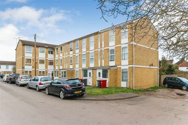 2 Bedrooms Maisonette Flat for sale in Hogarth Close, Slough, Berkshire