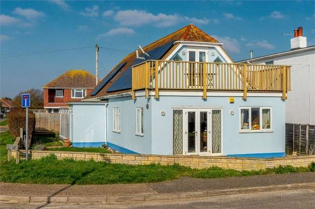 4 Bedrooms Detached Bungalow for sale in East Beach Road, Selsey, Chichester, West Sussex