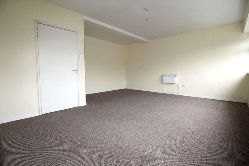 3 Bedrooms Flat for rent in The Broadway, Plymouth, PL9