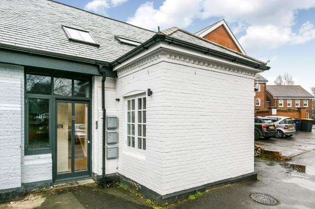 1 Bedroom Flat for sale in Catteshall Road, Godalming, Surrey