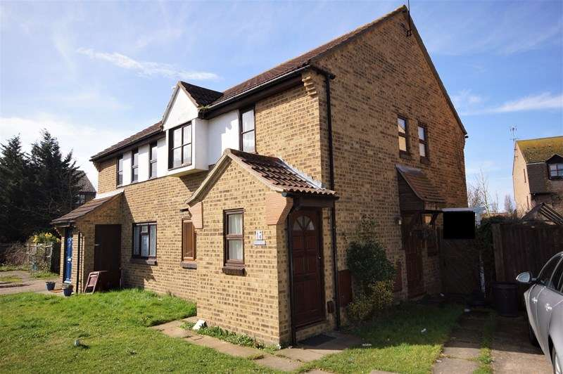 1 Bedroom Apartment Flat for sale in Woodcotes, Shoeburyness, Southend-On-Sea