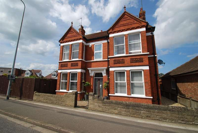 5 Bedrooms Detached House for sale in Wainfleet Road, Skegness