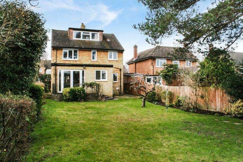 4 Bedrooms Detached House for rent in Orchard Gardens, Effingham