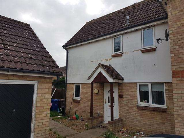 2 Bedrooms Semi Detached House for sale in Falcon Way, Beck Row