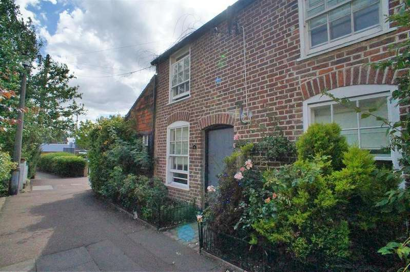 2 Bedrooms Cottage House for sale in South Place, Waltham Abbey