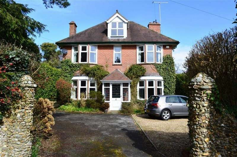 5 Bedrooms Detached House for sale in Central Avenue, Wimborne, Dorset