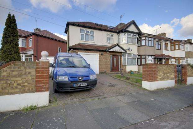5 Bedrooms End Of Terrace House for sale in Boleyn Avenue, Enfield, EN1