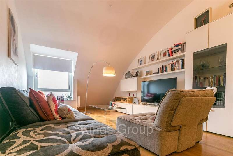 2 Bedrooms Apartment Flat for sale in Mead Lane, Hertford