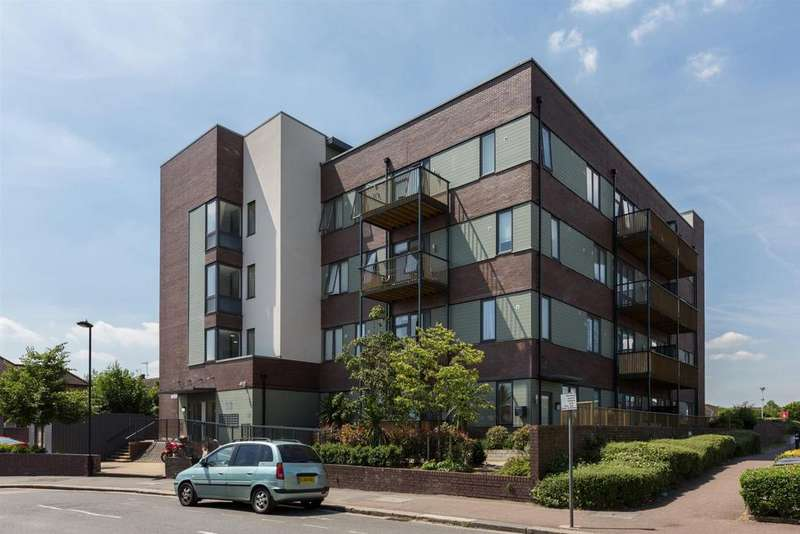 2 Bedrooms Flat for sale in Wenlock House, Eaton Road, Enfield
