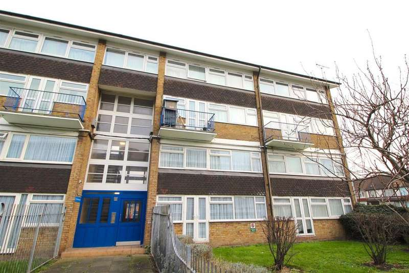 4 Bedrooms Maisonette Flat for sale in Bounces Road, Edmonton, N9