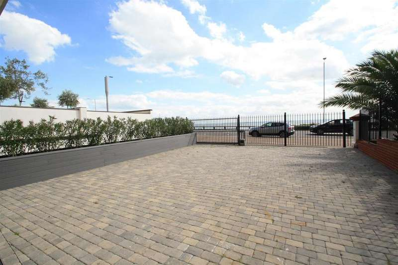 3 Bedrooms Apartment Flat for sale in W1 The Shore, 22-23 The Leas, Westcliff-On-Sea