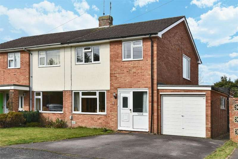 3 Bedrooms Semi Detached House for sale in Marlborough Close, Fleet, Hampshire