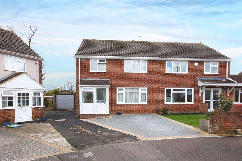 3 Bedrooms Semi Detached House for sale in Friends Close, Crawley
