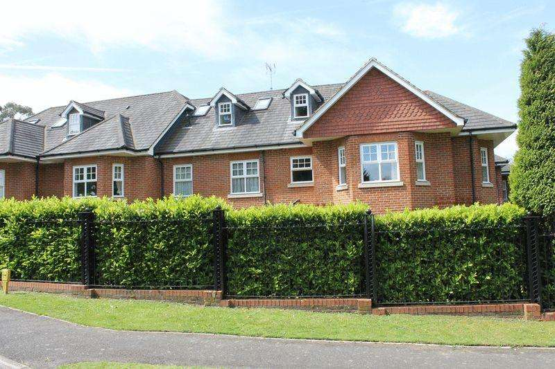 2 Bedrooms Apartment Flat for sale in LEATHERHEAD - EPSOM ROAD