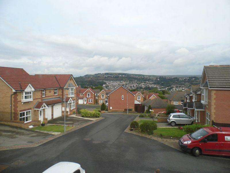 2 Bedrooms End Of Terrace House for rent in Longroyd, Thackley, Bradford. BD10