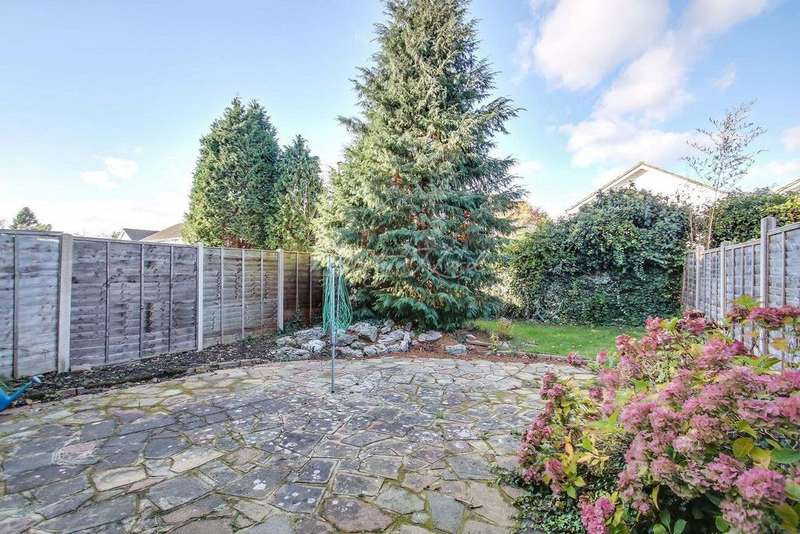 4 Bedrooms Detached House for sale in Grove Park Road, SE9
