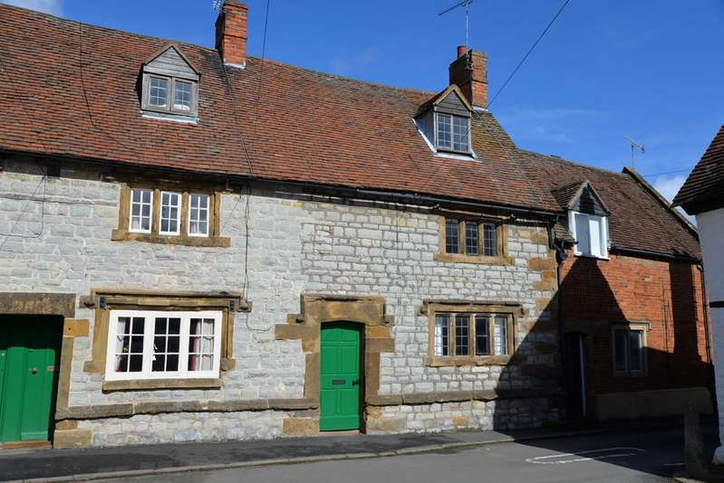 2 Bedrooms Terraced House for rent in Kineton