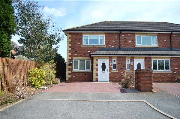 3 Bedrooms Town House for sale in St Georges Court, Basford, Stoke-On-Trent