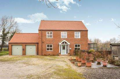 3 Bedrooms Detached House for sale in Main Road, Utterby, Louth, Lincolnshire