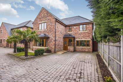 4 Bedrooms Detached House for sale in Bradkirk Lane, Bamber Bridge, Preston, Lancashire