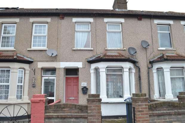 3 Bedrooms Terraced House for sale in - Queens Road, Southall, UB2