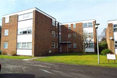2 Bedrooms Flat for rent in Gorse Avenue, Worthing