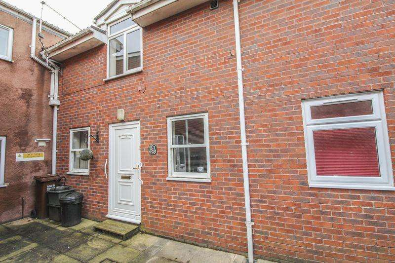 2 Bedrooms Terraced House for sale in 3 Bank Place, Crediton