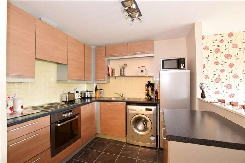 2 Bedrooms Flat for sale in Sandlewood Court, Maidstone, Kent