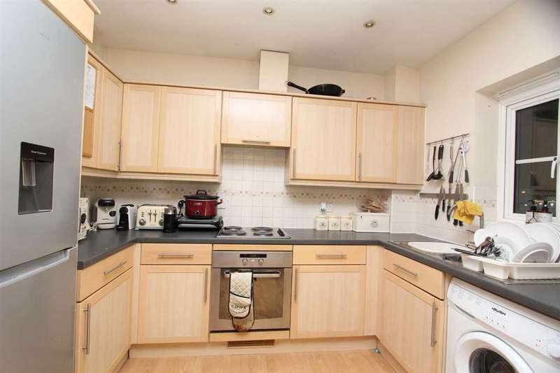 2 Bedrooms Apartment Flat for rent in Windermere Avenue, Purfleet