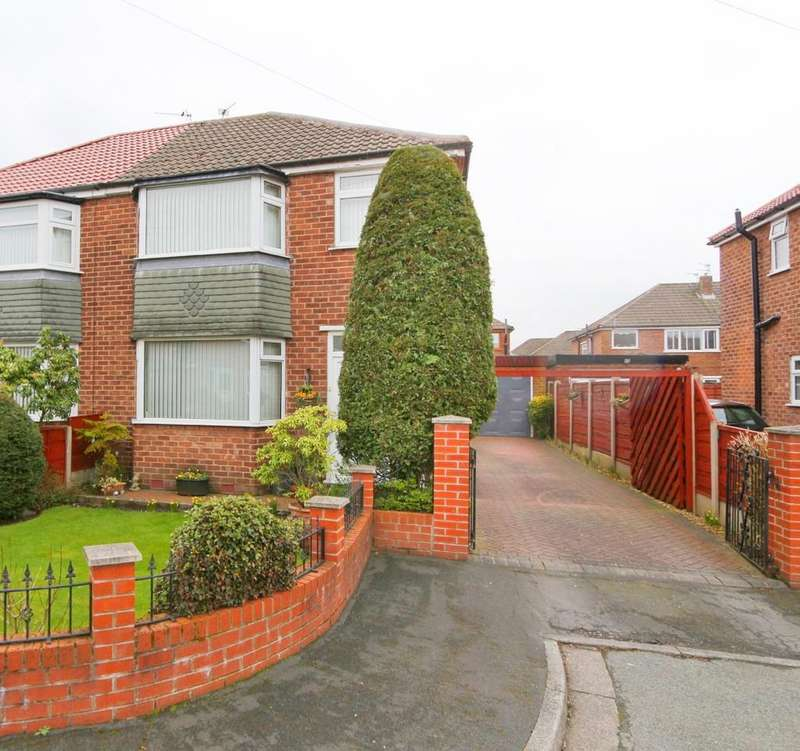 3 Bedrooms Semi Detached House for sale in 7 Amberley Drive, Irlam